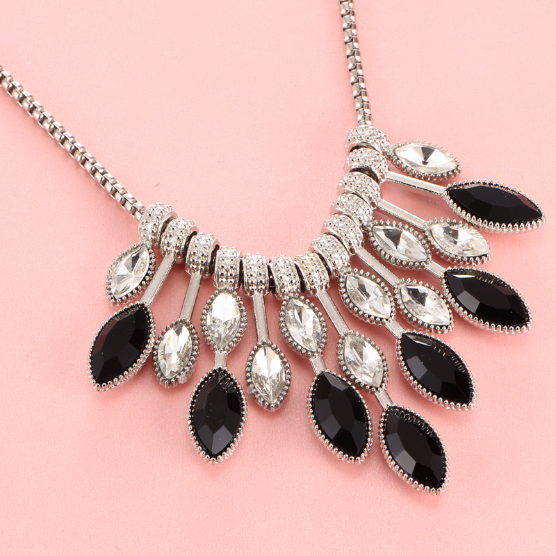 Women Statement Choker Necklaces 2019 New Fashion Crystal Rhinestone Charm Black Stone Drop Necklace Beads Collier Femme 2018