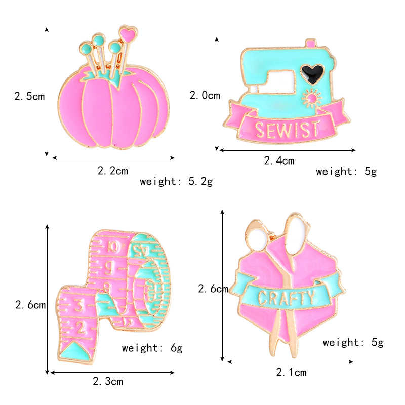 Lucu Kartun Merah Muda Mesin Jahit Pita Pengukur Gunting Pin Clew Bros Sewist Licik Alat Alat Jahit Enamel Ikon Weavers Hadiah