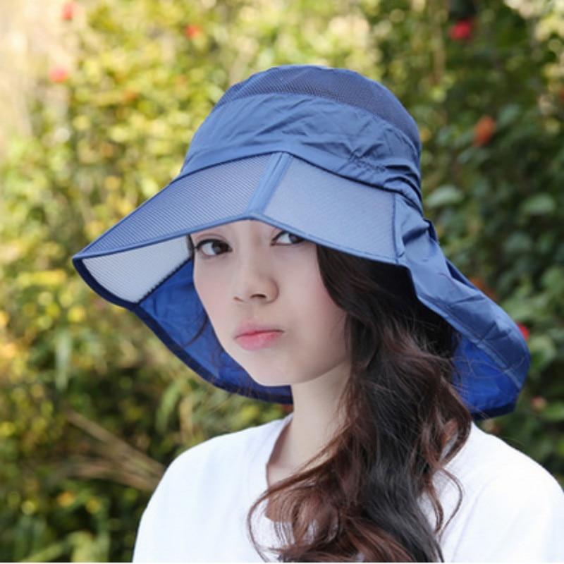 Девушка сидит на унитазе с шляпой сомбреро фото фото 493-958