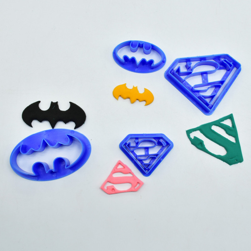 4Pcs-set-Super-Hero-Batman-And-Superman-Fondant-Cake-Decorating-Sugar-Cookie-Biscuit-Cutter-Pastry-Bakeware (1)