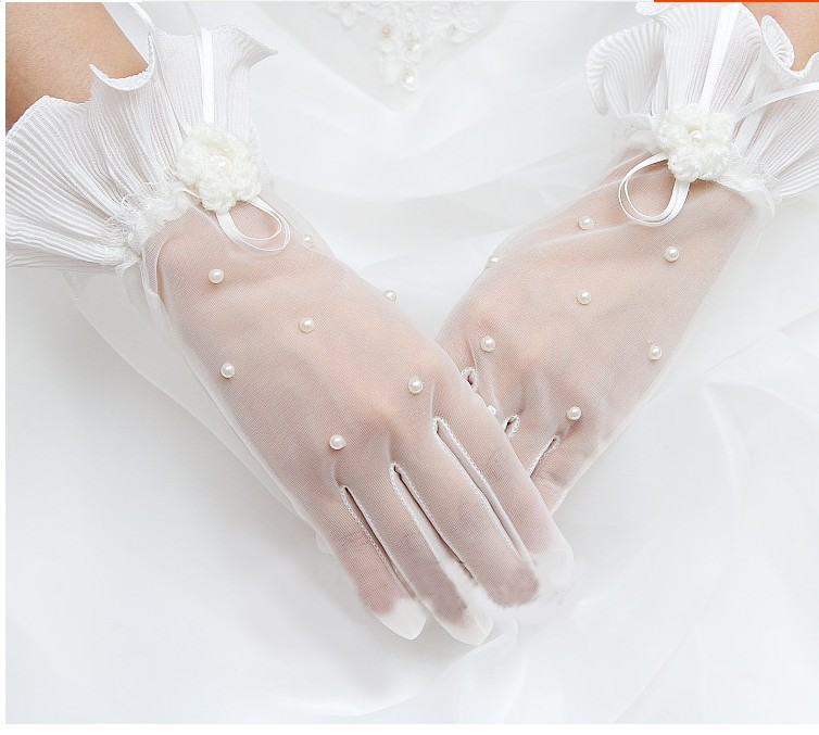 Romantic White Wrist Wedding Gloves With Pearls Elegant Bridal Gloves With Fingers Wedding Accessories