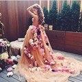 2016 Elegante Tulle Vestidos de Baile Decote Plissados Capela Trem Flores Handmade 3D Personalizado Champagne Prom Dress