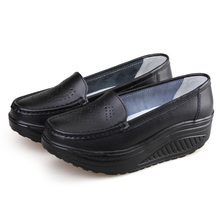 Verão Genuínos das Mulheres de Couro Sapatos de Trabalho Enfermeira Balanço Sapatos Único Cunhas Sapatas das Mulheres Sapatos de Plataforma Preto branco(China (Mainland))
