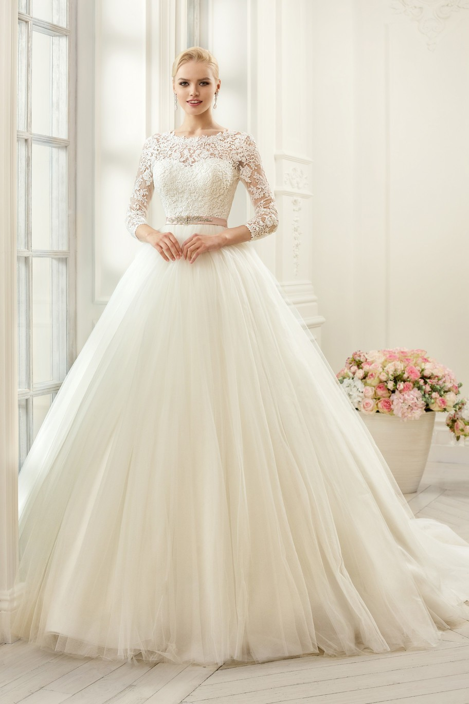 Sexy Backless Lace Wedding Dresses with Sleeves Ball Gown 2015 Long Tulle Wedding Bridal Gowns High Neck Vestido De Noiva BW82