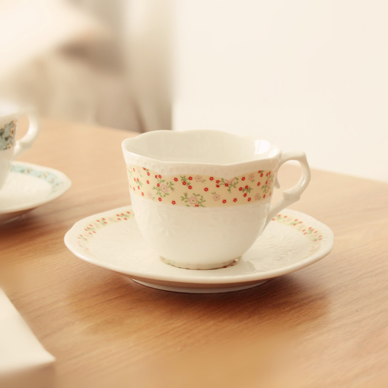 Europe Pastoral flower lace ceramic <font><b>cup</b></font> saucer afternoon tea <font><b>coffee</b></font> <font><b>cup</b></font> <font><b>porcelain</b></font> drinkware on glazed decorative <font><b>cup</b></font> 2pcs/set image