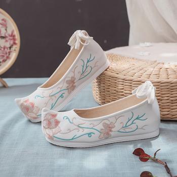 Kobiety buty płaskie buty z tkaniny hafty chińskie tradycyjne buty dla kobiet hanfu chińskie wesele buty chiński styl orientalny tanie i dobre opinie CN (pochodzenie) red white blue pink canvas cotton fabric flat slip on