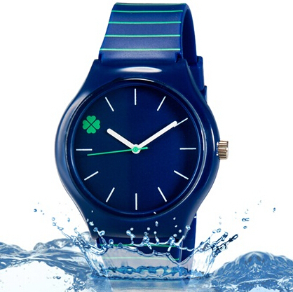 Willis Quartz Watch Women Four Leaf Clover Design Orologio da polso resistente all'acqua con cinturino in silicone