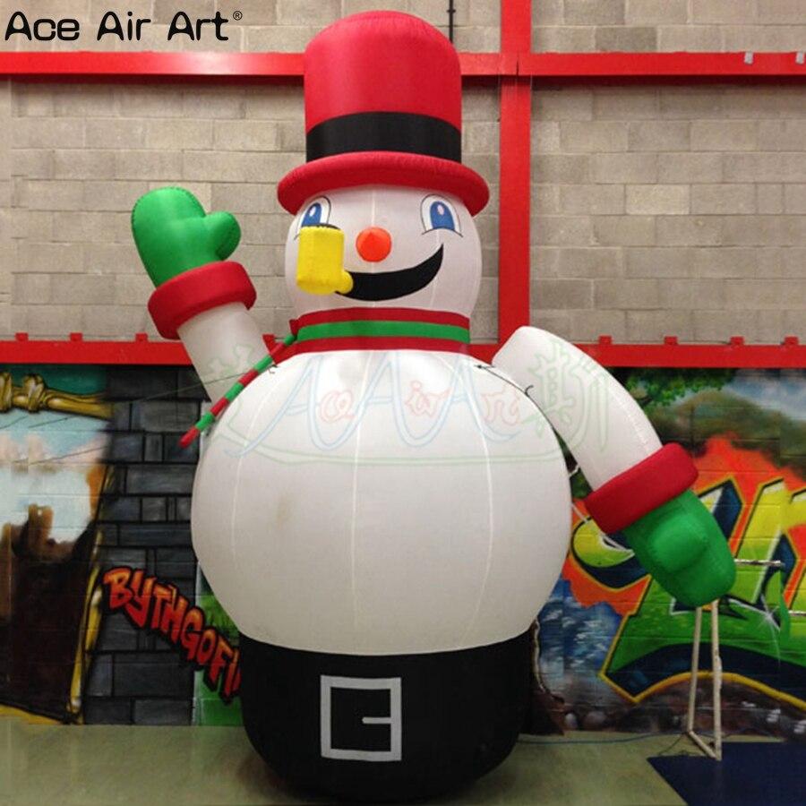 Giant grappige Winter karakter opblaasbare sneeuwpop, staande met pijp en rode magische hoed voor Vakantie partij decoratie