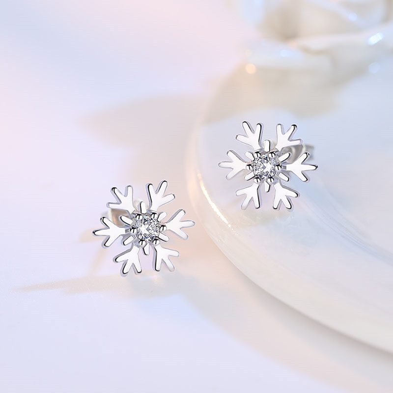 New Lovely Snowflake Charm Earring For Women Christmas Gift Silver Color Crystal Stud Earring Jewelry