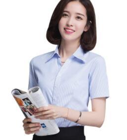 Femmes de chemise d'affaires à manches longues a un fond blanc et bleu rayures pour un mince, professionnel v-cou ligne ywj-B116
