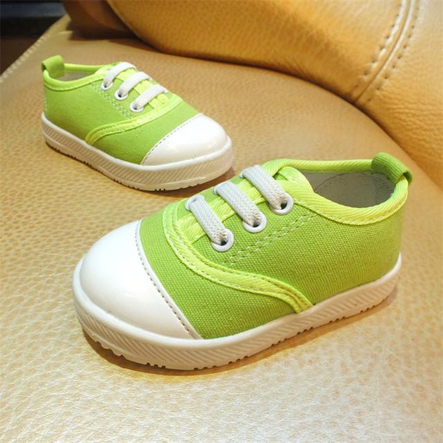 Niños de la manera Zapatos de Lona Unisex Zapatos Planos Descuento 2016 Nuevo Estilo Sólido Suave Superficial Resbalón-Prueba Todas Las Temporadas de Ocio zapato