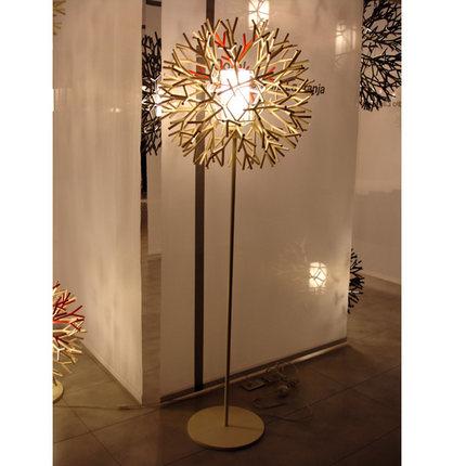 Kunst Decoratoin Metall Stehleuchte Kreative Weisse Koralle Form Baum Schlafzimmer Wohnzimmer Licht Freies VerschiffenChina