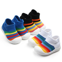 Модные детские кроссовки с мягкой подошвой для маленьких мальчиков и девочек; радужные Нескользящие дышащие повседневные спортивные тканевые кроссовки