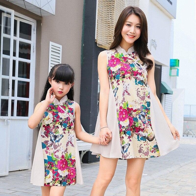 Vêtements d'été de Style Vintage pour maman et fille 2018 nouvelle impression ethnique Cheongsam robe de mode bébé et maman robes assorties