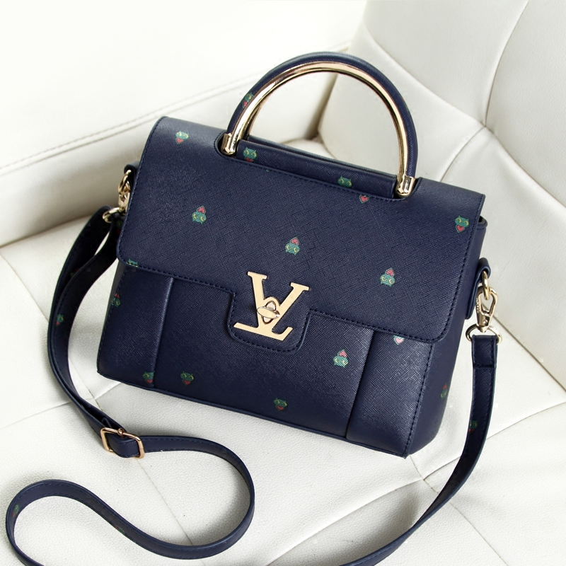 Free shipping, 2018 new woman fashion handbags, leisure messenger bag, retro Korean version women bag, trend printing flap. free shipping korean version candy colors fairy tail logo printing man woman canvas schoolbag red green black blue backpacks