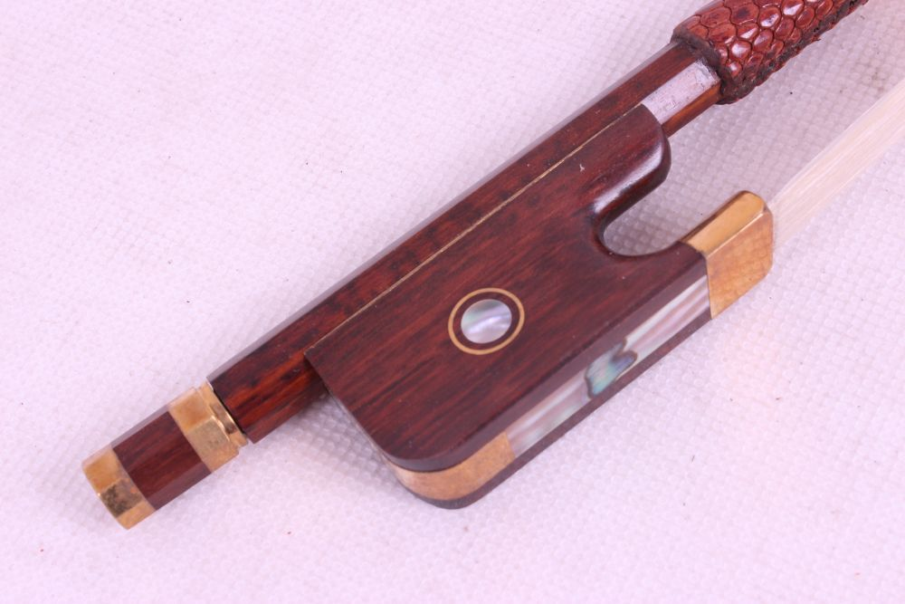 1  pcs 4/4 cello Bow High Quality    snakewood    DS-60#  EYE inlay violin bow 4 4 snake wood straight pretty inlay fr og high quality 11 dot inlay flower white horse hair