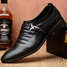 2018 business casual skor herrarnas enkla mode ungdomar brittiska herrskor skor mjukt läder spets koreanska stora storlekar vardagliga skor