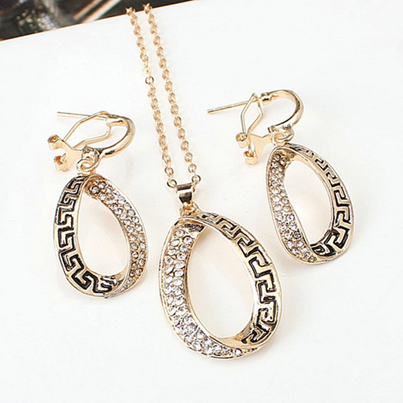 Hot Retro Gold Color Hollow Metal Necklace Earrings Sets 2018 Atmosphere Crystal Statement Jewelry Set For Women Party Jewelry