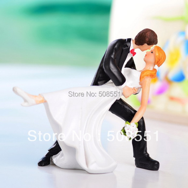 14*11*13cm Resin Groom Kiss Bride Funny  Wedding Cake Topper Wedding Party Cake Decoration Resin Craft