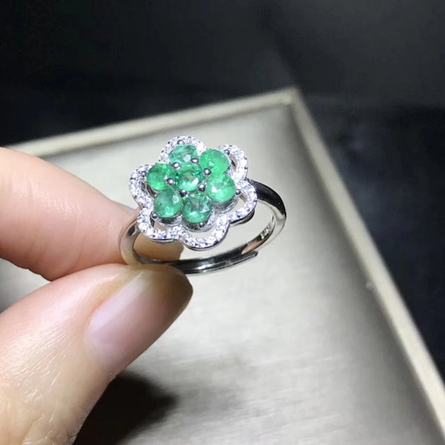 2019 New Jewelry Qi Xuan_Fashion Jewelry_Colombia Green Stone Flower Rings_S925 Solid Silver Woman Rings_Factory Directly Sales in Rings from Jewelry Accessories