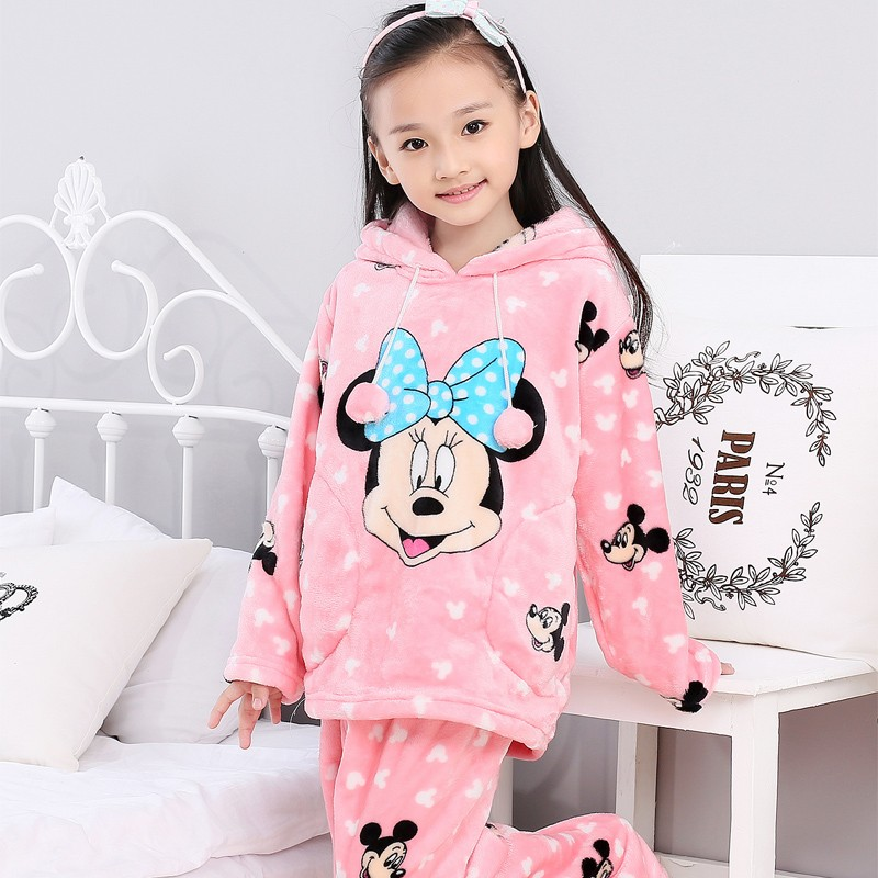 Kids' Pajamas for Boys & Girls Our soft kid's sleepwear and pajamas help ensure smooth sailing as your child drifts off to dreamland. While some boys and girls prefer nightgowns or sleep shirts, others prefer two-pieces – button-up tops or long sleeves.
