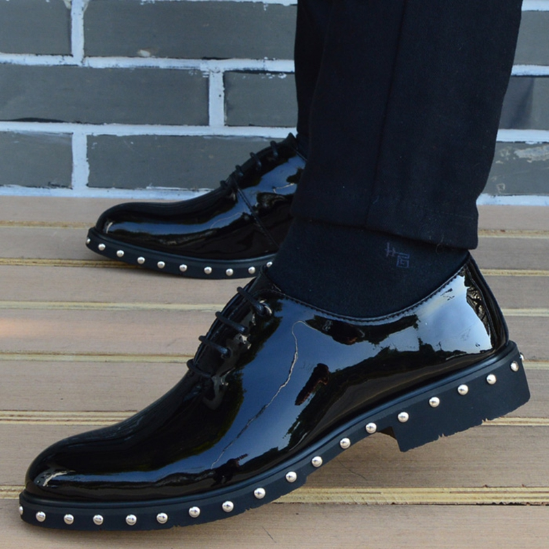 빈티지 지적 발가락 펑크 리벳 공식적인 드레스 신발 남자 결혼식 신발 봄 2019 사무실에 대 한 괜찮은 우아한 특허 가죽 신발-에서포멀 슈즈부터 신발 의  그룹 3