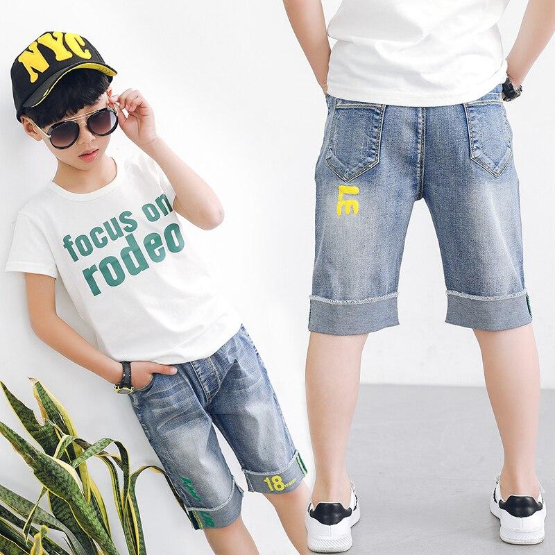Caliente pantalones cortos de mezclilla de los niños. Caliente del ...