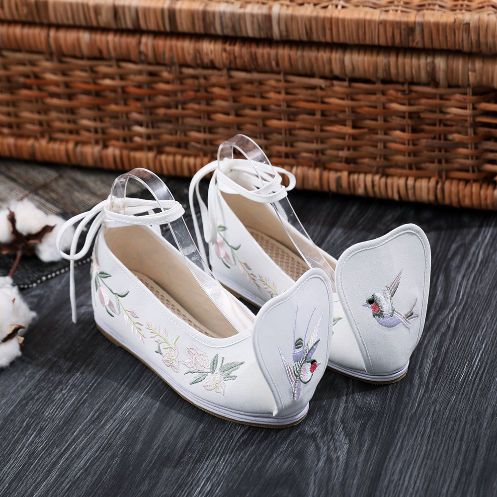 Spring Elegant Hanfu Footwear Ladies Chinese language Embroidered Footwear Off White Ankle Strap Elevated Inside Cotton Material Pumps Yun Jin Ladies's Pumps, Low cost Ladies's Pumps, Spring Elegant Hanfu...