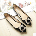 Elegant Pointed Toe Rhinestone Soft PU Leather Women Flats Brand Shoes Ladies Boat Shoes Casual Female Flats Plus Size 33-43