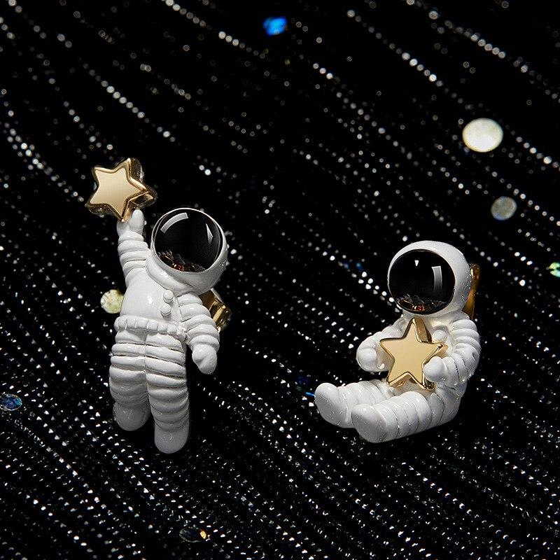 2018 קוריאני מתוק חמוד אסימטרית Cartoon חלל אסטרונאוט כוכב S925 סטרלינג כסף Stud עגילים לנשים בנות המפלגה תכשיטים