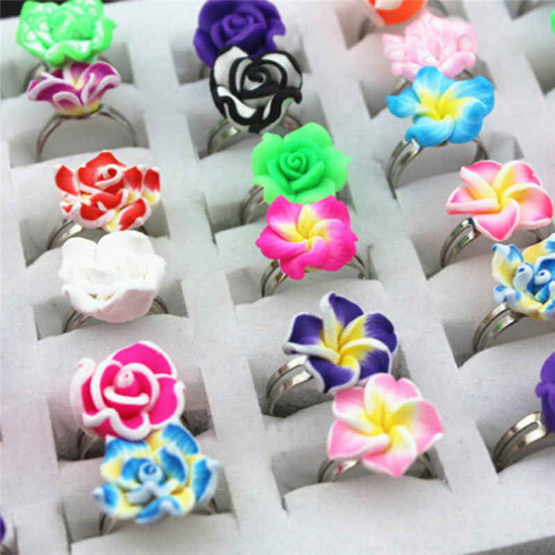 น่ารัก 1 pc สีสุ่ม Polymer Clay โลหะเด็กเด็กหญิงเด็กหญิงการ์ตูนผลไม้ดอกไม้แหวนของขวัญการจัดส่งแบบสุ่ม