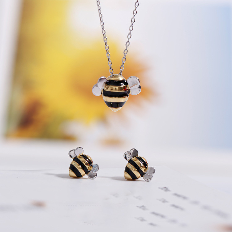 100% 925 Sterling Silver Jewelry Wholesale Korean Fashion Cute Bee Exquisite Creative Female Personality Pendant & Necklace