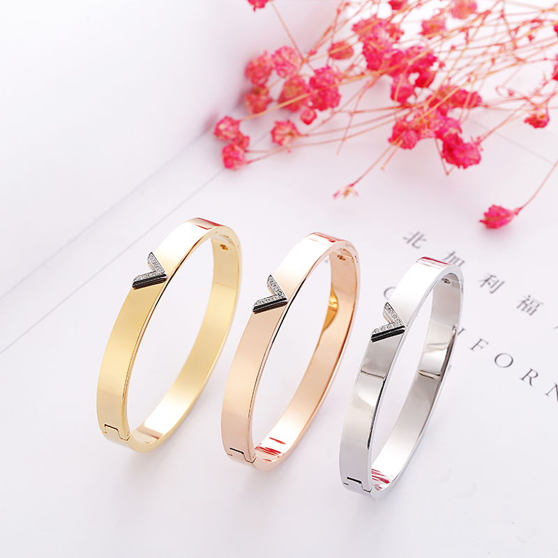 wholesale Top Quality crystal V brand letter Fashion Jewelry Cuff Carter Bracelets titanium Steel bangle For Women