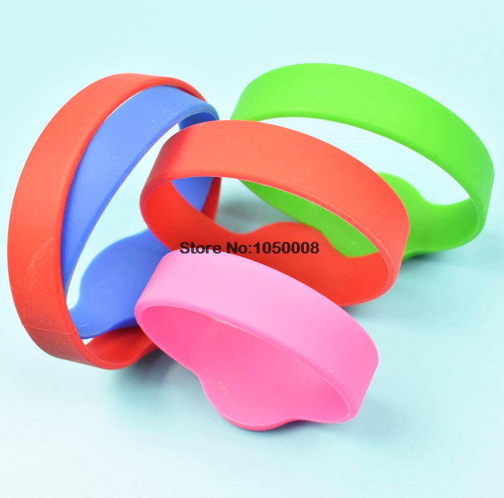 10pcs/lot 125Khz T5577/EM4305 Rewritable RFID Bracelet Silicone Wristband Watch Copy Clone Blank Card In Access Control Card wilderness survival fire sparkle and blade cutter tool