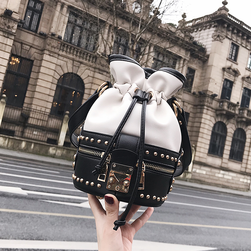 Small Bucket Lady Bag 2019 New Korean VersionFashion Retro One shoulder Inclined Ins Super HotSmall Bucket Lady Bag 2019 New Korean VersionFashion Retro One shoulder Inclined Ins Super Hot