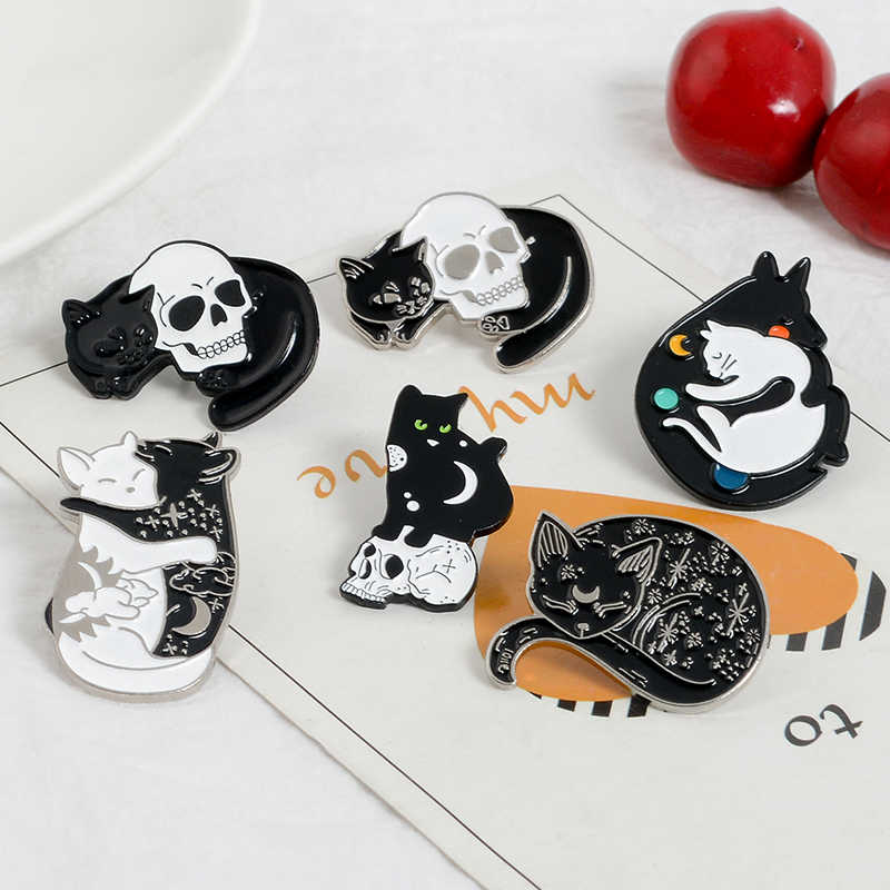 Assistente místico gato pino lua estrelas gatos esmalte pino emblemas preto branco punk crânio lapela pinos broches animsl jóias amigos presente