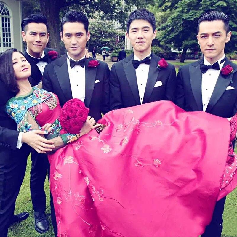 Tradicional mostrar novia trajes casado estilo chino vestido ...