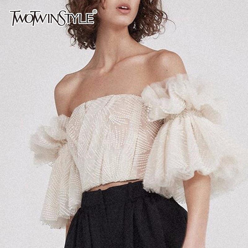 TWOTWINSTYLE Liebsten Shirt Für Frauen Off Schulter Stickerei Rüschen Flare Sleeve Sexy Short Tops Sommer Mode 2019 Kleidung
