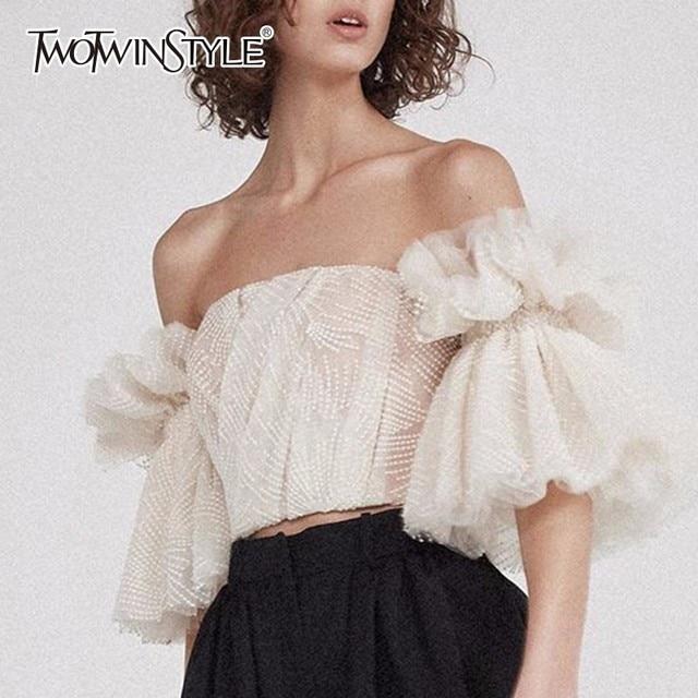 TWOTWINSTYLE סטרפלס חולצה לנשים מכתף רקמת ראפלס אבוקה שרוול סקסי קצר חולצות קיץ אופנה 2018 בגדים