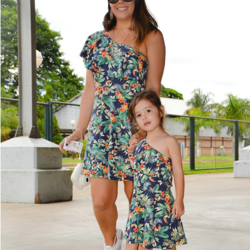 Family Look Matching Mother And Daughter Dresses Shoulder off Sleeve Beach Mommy And Me Clothes Swimsuits Outifits Mom Kids Girl (3)