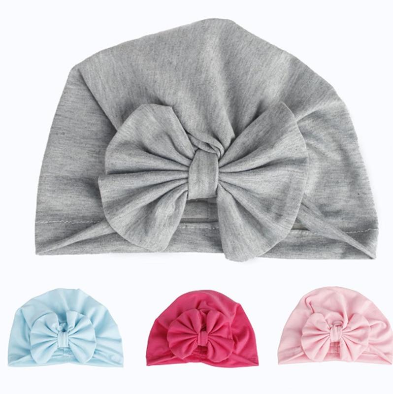 Encantadora gorra para bebé de algodón con lazo para niñas. 2 capas en la India.