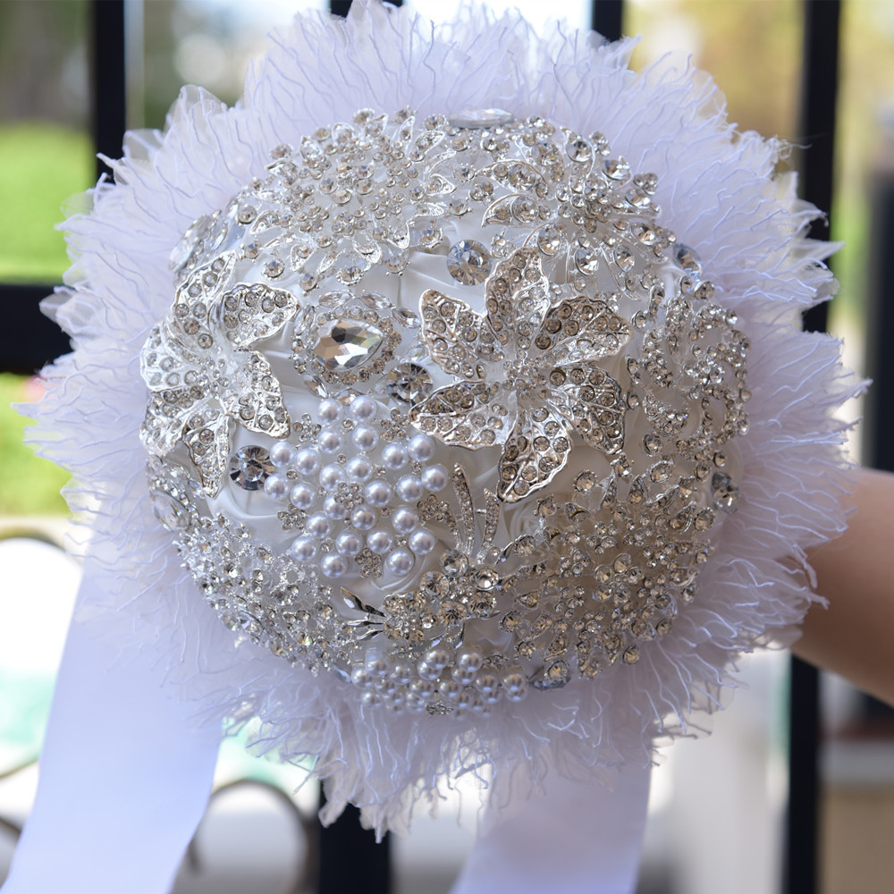2018 Elegant Customized Bling Pearl And Crystal Wedding Bouquets Bridal Rose Flowers Artificial White Bride Brooch Bouquet 74