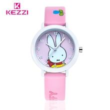 Marca KEZZI Vida Estudiante Impermeable Reloj Analógico Display Reloj de Pulsera Correa de Cuero de Conejo de Dibujos Animados Patrón de Reloj de Cuarzo