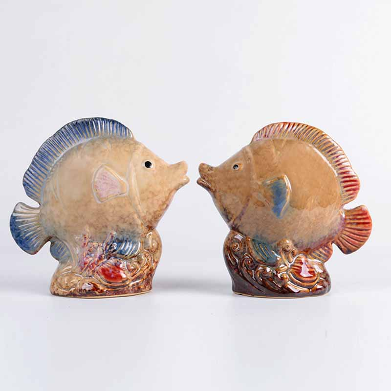 Marine Household Items Creative Couple To Kiss Fish Ornaments Ceramic Wedding Gifts European Retro Living Room DecorationsMarine Household Items Creative Couple To Kiss Fish Ornaments Ceramic Wedding Gifts European Retro Living Room Decorations