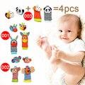 2 pcs de pulso + 2 pcs meias Bebê Infantis Macios Handbells Chocalhos de Mão Alça de Pulso/Animais Recém-nascidos Meias Finders Brinquedos de pelúcia Natal