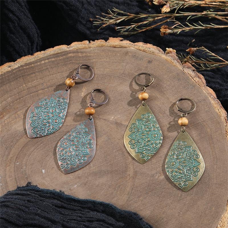 Bohemian Ethnic 2 Colors Hanging Earrings Vintage Carving Decorative Flowers Pattern Earrings for Women Wooden Beads Earings