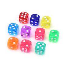 10 szt 14mm kostki przezroczyste w jednolitym kolorze błyszcząca efekt w 12mm kwadratowych narożnikach klocek z tworzywa sztucznego d6 kostki do gry tanie tanio Other DICE