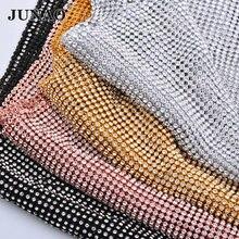 JUNAO 45*120 centimetri Glitter Argento Chiaro di Strass Tessuto di Maglia Del Nastro di Cristallo di Vetro Strass Applique Da Cucire In Metallo Guarnizioni per vestito