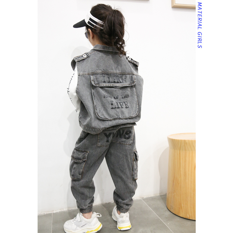 Girls suit 2019 spring new tooling vest sleeveless cardigan casual jeans harbor wind two-piece tide childGirls suit 2019 spring new tooling vest sleeveless cardigan casual jeans harbor wind two-piece tide child