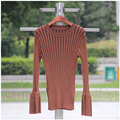 Atacado 4 cores mulheres outono topos flare manga dividir design pullover o-pescoço de todos os coincidir com camisola de malha preto branco
